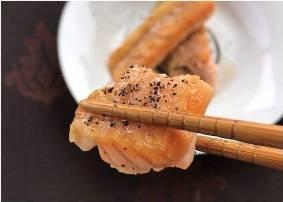 油滋滋的鮭魚肚挑戰低碳生酮飲食